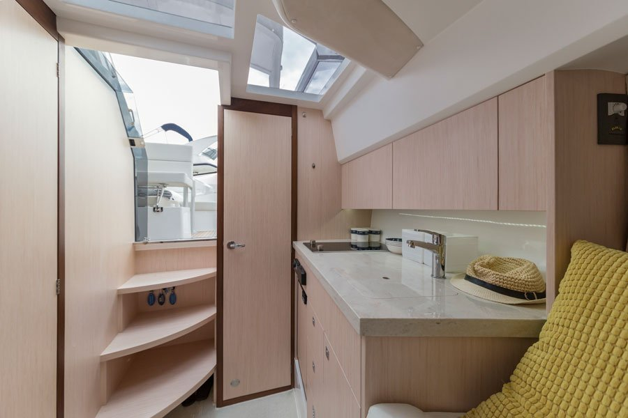 Galeon-305-open-galley