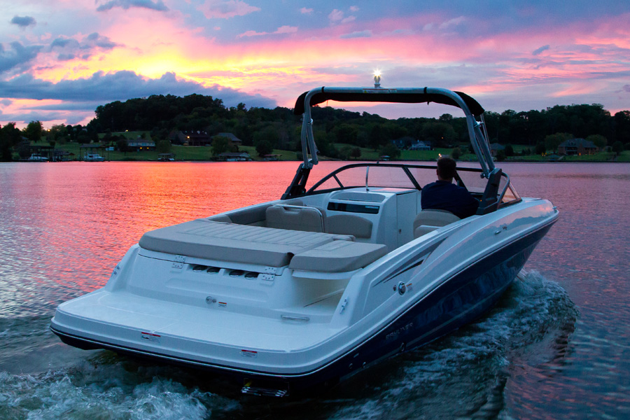 Bayliner-VR-6-sunset