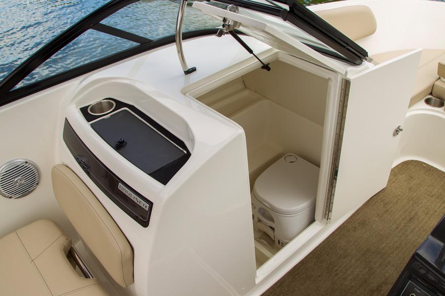 Bayliner-VR-6-toilette
