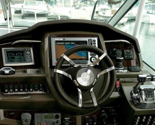 Cruisers-350-steuerstand