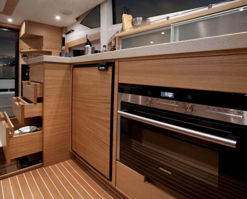 Galeon-420-Fly-galley-eiche1