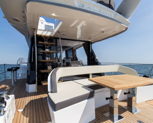 Galeon-500-Fly-cockpit