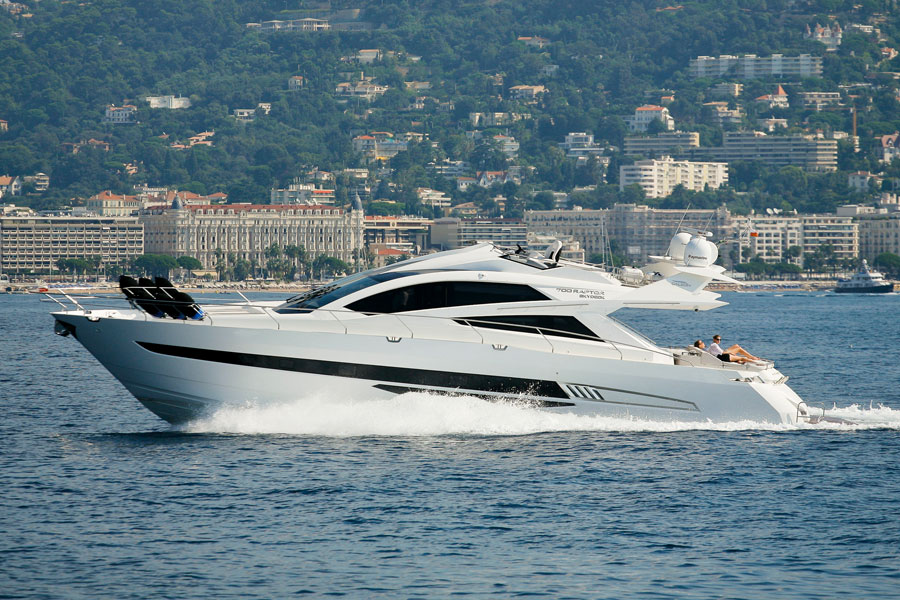 Galeon-700-Sky-in-water