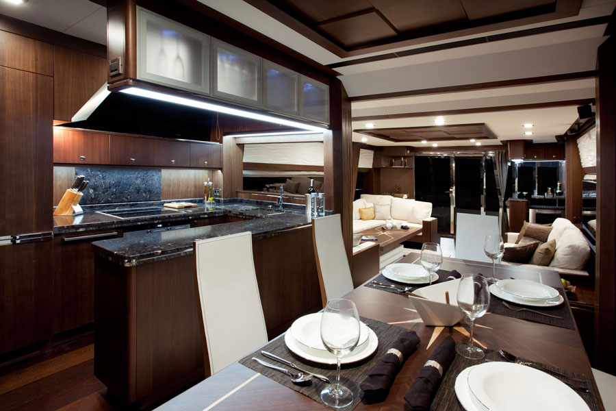 Galeon-780-Crystal-galley-walnuss