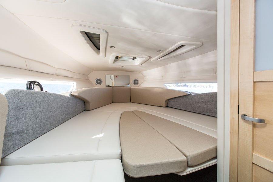 bayliner-842-kabineliegeflaeche