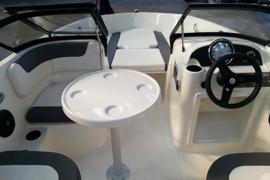 bayliner-e6-cockpit