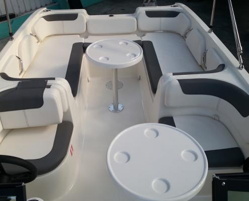 bayliner-e7-cockpit_back