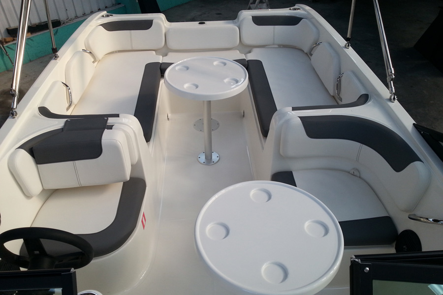 bayliner-e7-cockpit_back