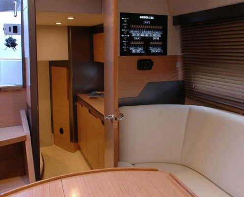 galeon-325-hts-oak-salon2